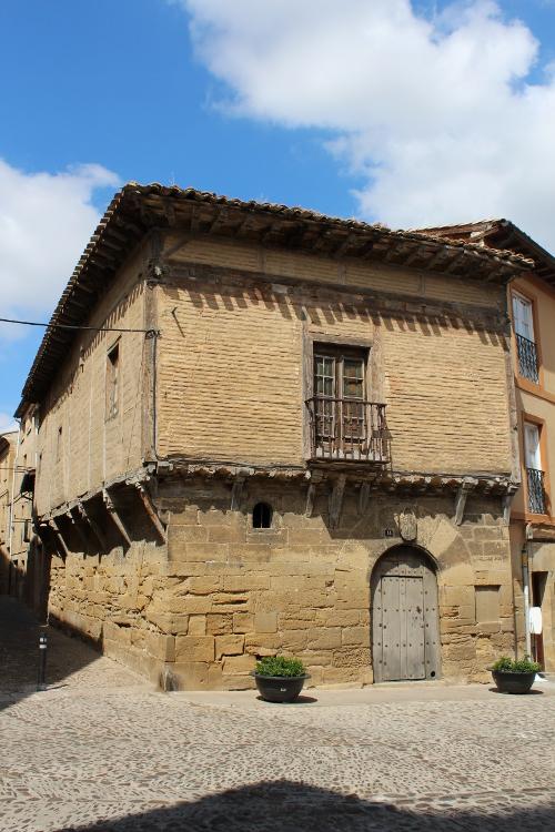 http://de-parador-en-parador.zonalibre.org/Images/BrionesCasaMasAntigua_Blog.JPG