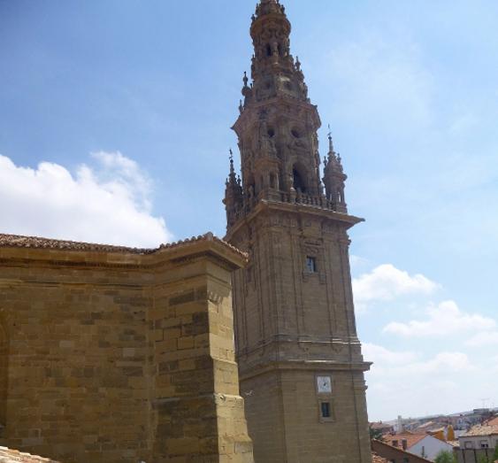 http://de-parador-en-parador.zonalibre.org/Images/CatedralSantoDomingoCalzadaVistaTorre_Blog.JPG