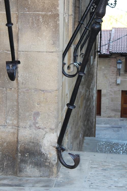 http://de-parador-en-parador.zonalibre.org/Images/ElCiegoCasaPalacioNavarreteLadrondeGuevaraDetalle_Blog.JPG