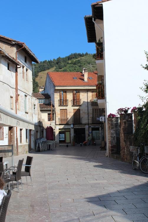http://de-parador-en-parador.zonalibre.org/Images/EzcarayCalle_Blog.JPG