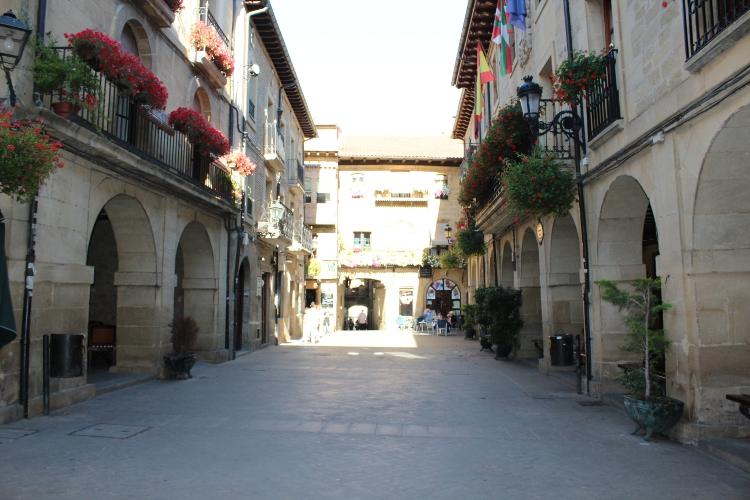 http://de-parador-en-parador.zonalibre.org/Images/LaGuardiaPlazaMayor_Blog.JPG
