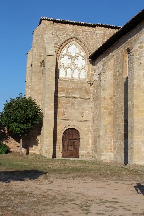 http://de-parador-en-parador.zonalibre.org/Images/MonasterioCa%C3%B1asPuertaAcceso_Blog.JPG