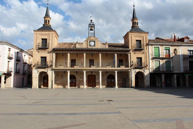 http://de-parador-en-parador.zonalibre.org/images/Ayuntamiento_Blog.JPG